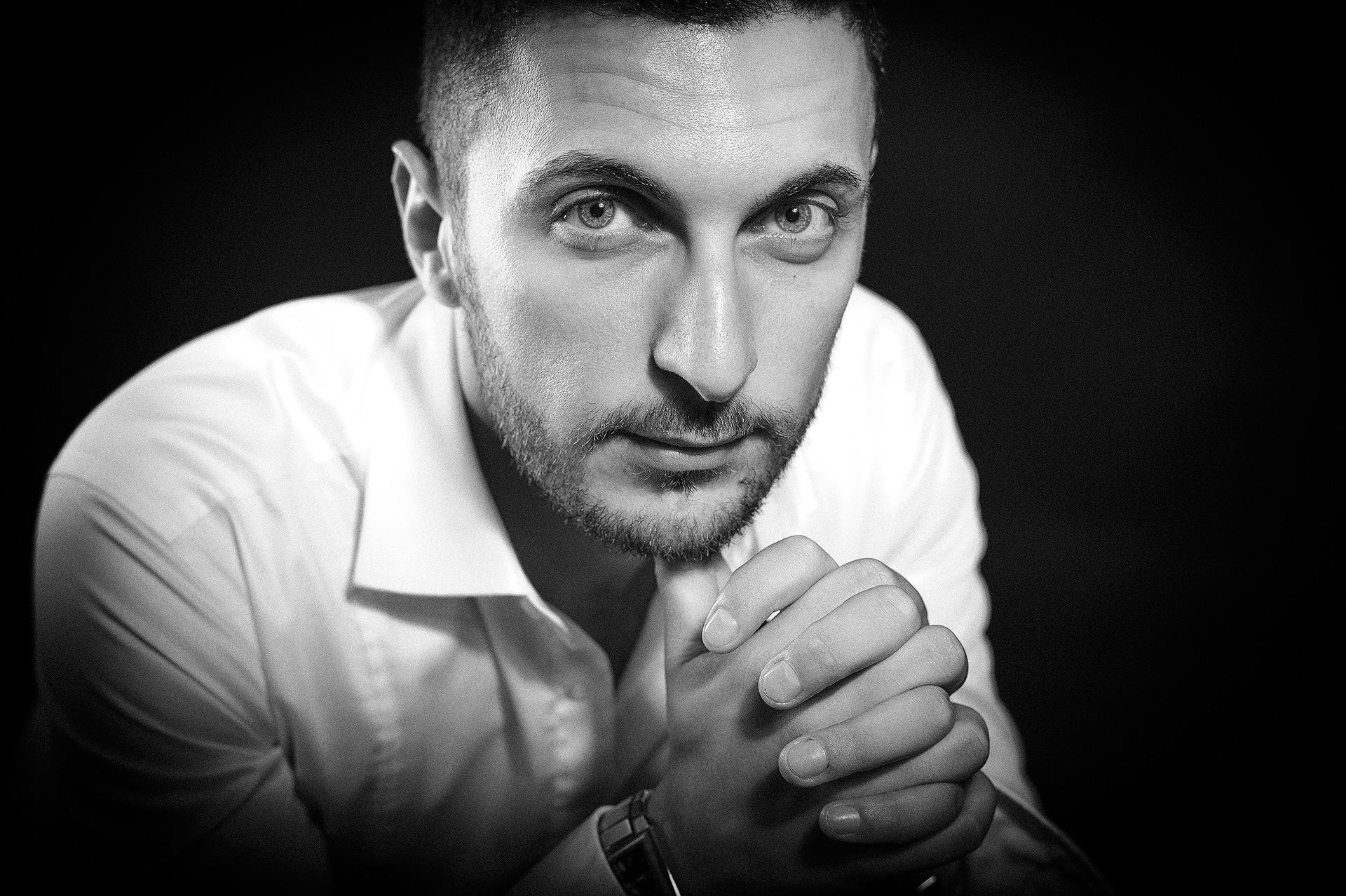 Shooting Homme Portrait Studio ou Lifestyle © Sylvain Gelineau Photographe