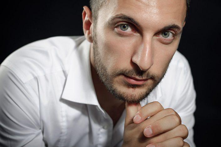 Shooting Homme Portrait Studio ou Lifestyle © Sylvain Gelineau Photographe Portraitiste Toulouse