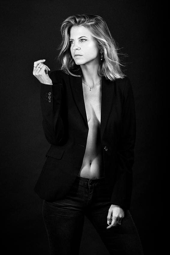 Portrait femme shooting séance photo studio par le photographe Sylvain Gelineau portraitiste à Toulouse