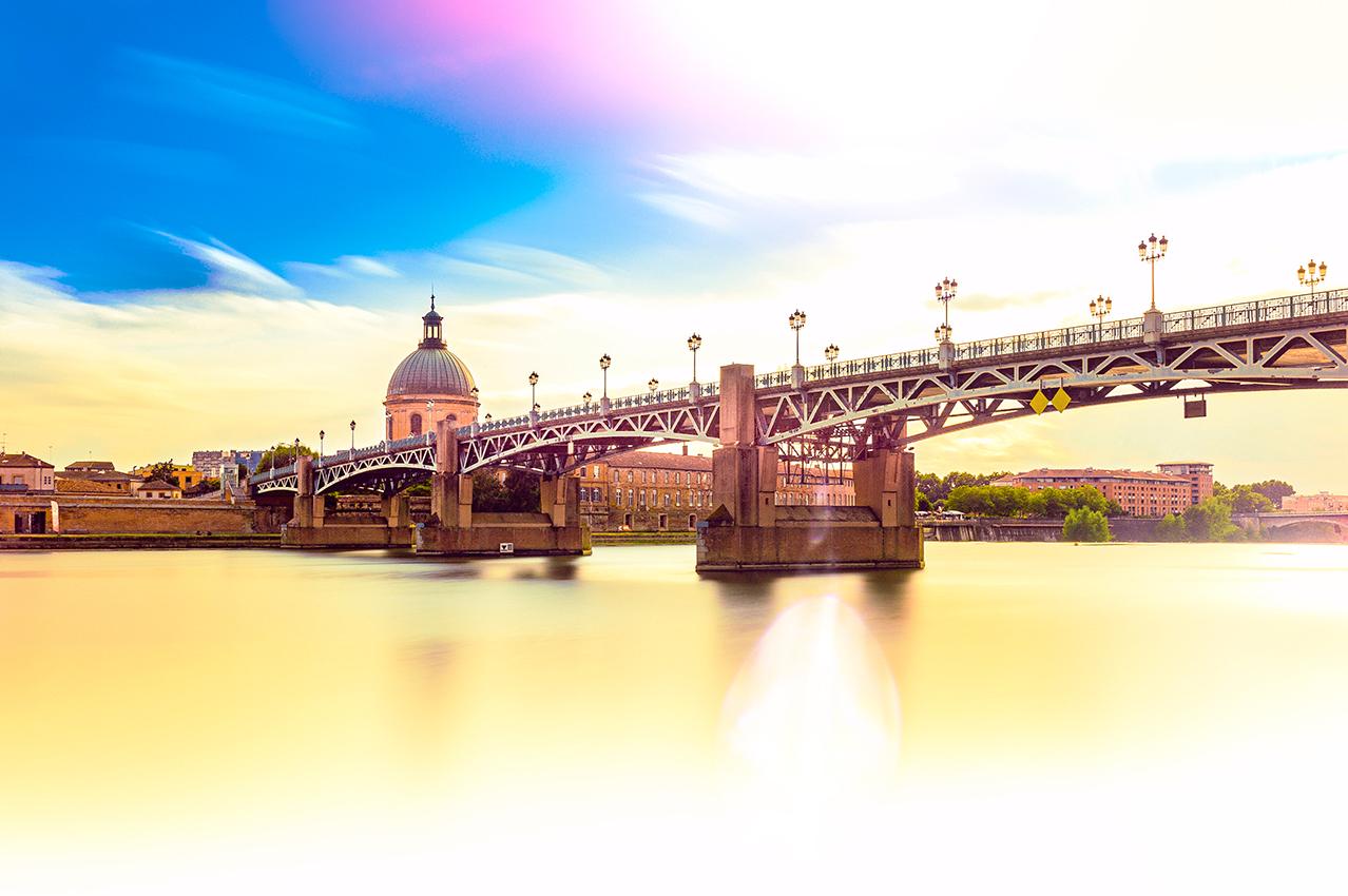 Le pont Saint-Pierre et le dôme de la grave à Toulouse